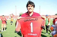 Danrlei se torna sócio do Brasil-Pel e recebe homenagem http://zerohora.clicrbs.com.br/rs/esportes/entrevero/noticia/2014/01/foto-danrlei-se-torna-socio-do-brasil-pel-e-recebe-homenagem-4395926.html