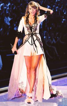 Taylor Swift at the 2014 VS show