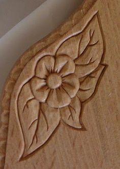 pirografia tagliere - Cerca con Google Wood Carving Designs, Wood Carving Patterns, Wood Carving Art, Wood Patterns, Wood Crafts, Diy And Crafts, Chip Carving, Indian Crafts, Wood Ornaments