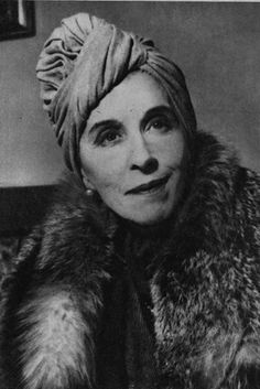 Karen Blixen aka Isak Dinesen. Formidable Woman. Karen Blixen, In And Out Movie, Writers And Poets, Out Of Africa, Face Expressions, Meryl Streep, Hollywood Glamour, Vintage Beauty, Hair Dos