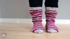 Pitkään ihalin muiden tekemiä ruttusukkia ja päätin vihdoin uskaltautua tekemään semmoiset itsekin! Eihän se oikeasti ollut edes vaikeaa, mu... Wool Socks, Knitting Socks, Halcyon Days, Girls Socks, Leg Warmers, Projects To Try, Sewing, Crochet, Crafts