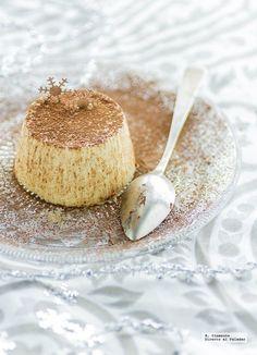 Originaria de la región de Piamonte, la panna cotta es uno de los postres tradicionales italianos más populares e internacionales del panorama gastronómico actual. Su ingrediente principal es la nata