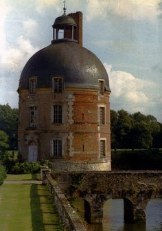 Château de Médavy ►► http://www.frenchchateau.net/chateaux-of-basse-normandie/chateau-de-medavy.html?i=p