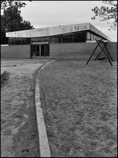 https://flic.kr/p/7ctztk | arne jacobsen, nyager school, rødovre, copenhagen 1959-1964 | nyager school, rødovre, copenhagen denmark 1959-1964. architect: arne jacobsen (1902-1971).  an overcast october afternoon in denmark offers hardly any light, and colours from handheld photography range from gritty to downright odd. I think black and white may be better for some of the nyager photos.  more arne jacobsen