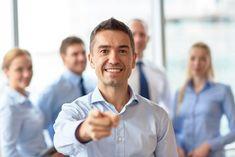 Du hast vielleicht im Augenblick keine wirkliche Perspektive? Ich suche Menschen, die als unabhängige VertriebspartnerInnen in mein Team kommen möchten. Schreibe mir und lass uns sehen, was für dich am besten geeignet ist. Leadership Coaching, Leadership Development, Leadership Quotes, Louis Cole, Family Comes First, Business Advisor, Leader Quotes, Training Academy, Free Training