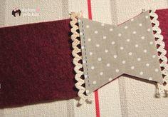 Creo que a la  casita Sweet Home  le hacia falta   uno de mis accesorios de costura preferidos,   un  librito guarda agujas .         Y p...