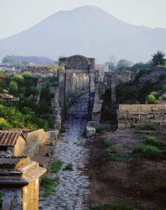 Tombs beyond the walls of Pompei