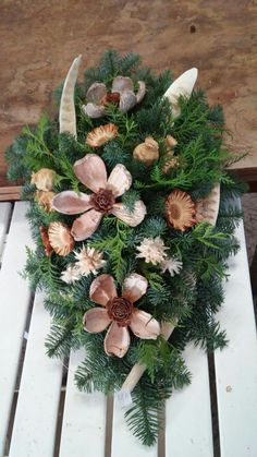 Diy Christmas Ornaments, Christmas Wreaths, Christmas Decorations, Holiday Decor, Confirmation Gifts, Art N Craft, Fall Projects, Funeral Flowers, Floral Arrangements