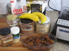 Meat Free Everyday: Chocolate Smoothie ingredients - raw and vegan
