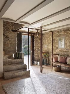 Casa Rustica en la Provenza / Rustic House in Provenza Style At Home, Rural House, Style Rustique, Provence Style, Spanish House, Rustic Cottage, Entry Foyer, Stone Houses, Design Case