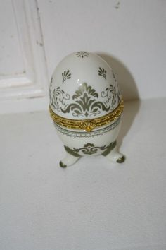 """Porcelain hand painted trinket box with quartz clock & gold color trim 3 3/4"""" x 2 1/4""""D requires new battery (not included) MINT $13.50"""