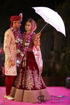 SK Photography provides the wedding videography, photography, candid, pre wedding photoshoot in Delhi Ncr. Indian Bride Photography Poses, Indian Bride Poses, Indian Wedding Poses, Indian Bridal Photos, Wedding Couple Poses Photography, Bridal Photography, Korean Wedding, Hindu Wedding Photos, Photography Ideas