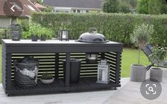 An outdoor kitchen can be an addition to your home and backyard that can completely change your style of living and entertaining. Outdoor Seating, Outdoor Spaces, Outdoor Living, Outdoor Decor, Pergola Patio, Backyard Patio, Pergola Kits, Parrilla Exterior, Outdoor Grill Station