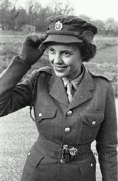 Women in the Caribbean from emancipation to national independence Just Like Fire, Ww2 Women, Women's Land Army, Black History Facts, Female Soldier, Military Photos, World War One, 1940s Fashion, British Army