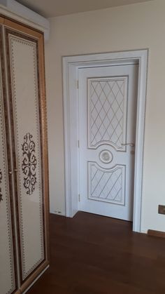 Usa de interior din lemn - Florenta Interior Wood Door - Model Florence Cumpara in Romania. Livram oriunde in Romania. Wood Doors, Romania, Florence, Mirror, Modern, Furniture, Home Decor, Interiors, Wooden Doors