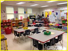 Love this classroom reveal ~ Lots of free motivational ideas!