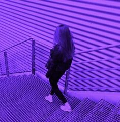 Imagem de girl, purple, and aesthetic Dark Purple Aesthetic, Violet Aesthetic, Rainbow Aesthetic, Aesthetic Colors, Aesthetic Photo, Aesthetic Girl, Aesthetic Pictures, Neon Purple, Purple Walls