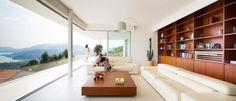 Montañas gloriosas: Sus increíbles vistas de las montañas convierten esta moderna casa en una vivienda tranquila y relajante