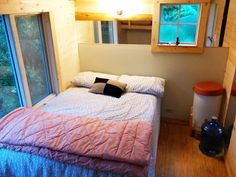 Raven Loft Treehouse ( Pender Island, British Columbia) – this tiny treehouse measuring only 2.4 x 4 m (8 x 13 ft) is a nice and cozy retreat with a small bathroom, a kitchen, and a comfortable bed. Water and electricity comes from a friendly neighbour allowing it to get ready for harsh winters.