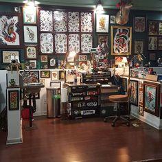 Done and ready to rock! Art Studio Room, Studio Setup, Salon Design, Shop Interior Design, Tattoo Shop Decor, Tattoo Cafe, Tattoo Studio Interior, Tattoo Station, Sims 4 House Plans