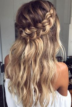 luxy-hair-hairstyle-abiball-frisur-hochzeit-frisur-party-hairstyle in 2019 Country Wedding Hairstyles, Braided Hairstyles For Wedding, Hairstyle Wedding, Simple Curled Hairstyles, Party Hairstyle, Beautiful Hairstyles, Prom Hair Up, Curled Prom Hair, Bohemian Wedding Hair