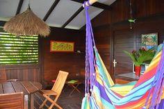 Farniente sur la terrasse... Venez profiter dans nos locations de vacances d'un repos bien mérité au fond d'un hamac, et visitez notre site internet : www.pitonbungalows.com