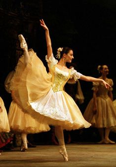 Birmingham Royal Ballet - Coppélia: Laëtitia Lo Sardo as one of Swanilda's Friends; photo: Bill Cooper so beautiful Ballet Real, Ballet Tutu, Royal Ballet, Ballet Dancers, Ballerinas, Tutu Costumes, Ballet Costumes, Dance Baile, Ballet Russe