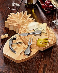 Pineapple Cutting Board, I don't like the twisting storage but I do like the board and possibly wood burn design to make it a pineapple