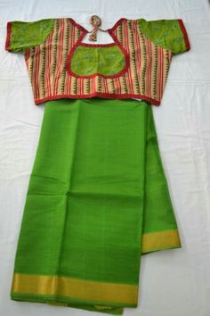 New Wedding Favors Indian Awesome 56 Ideas Pattu Saree Blouse Designs, Saree Blouse Patterns, Designer Blouse Patterns, Stylish Blouse Design, Fancy Blouse Designs, Simple Sarees, Blouse Models, Cotton Blouses, Blouse Styles