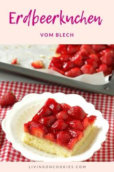 Erdbeerkuchen vom Blech – Living on Cookies Strawberry cake is ready in no time and eaten even faster. With a dollop of whipped cream on top, you have an unbeatable dessert! Try the summer recipe now! Healthy Juice Recipes, Healthy Dessert Recipes, Baby Food Recipes, Cookie Recipes, Desserts, Summer Recipes, Fall Recipes, Dessert Sans Gluten, Strawberry Baby