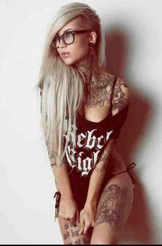 Sara Fabel, gorgeous tattoo artist, my hair idol. Tattoo Photography by Jake Raynor Sexy Tattoos, Cute Tattoos, Beautiful Tattoos, Body Art Tattoos, Girl Tattoos, Thigh Tattoos, Tatoos, Amazing Tattoos, Beautiful Body