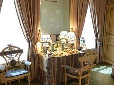 Henri Samuel ~ charming dressing table