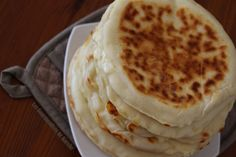 indiens fromage cheese naans pains les ou au Les Cheese Naans ou pains indiens au fromageYou can find How to cook chicken in oven and more on our website Cooking Fails, Cooking Recipes, Cook Chicken In Oven, Pork Tenderloin Oven, Pro Cook, Brunch Buffet, Indian Food Recipes, Ethnic Recipes, Salty Snacks