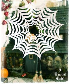 Great tuitorial on making paper spider webs like you make paper snowflakes.great for Halloween bulletin board.Also fun to use after reading Charlotte's Web. Halloween Math, Halloween Cards, Holidays Halloween, Happy Halloween, Halloween Decorations, Halloween Spider, Halloween Ideas, Crafts To Do, Fall Crafts