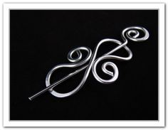 Small Celtic Wire Shawl Hair Pin  Silver Toned door RebbeltjesTouch, €10,00