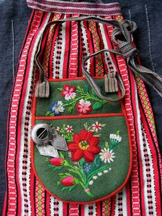 The apron and the bag from my mothers folk costume (Leksand) from the beautiful scandi folklore , folk art flower pattern embroidery embellished bag, traditional boho gypsy style similar to mexican folk fashions that frida kahlo loved Scandinavian Embroidery, Swedish Embroidery, Scandinavian Folk Art, Folk Embroidery, Embroidery Patterns, Indian Embroidery, Embroidery Online, Flower Embroidery, Embroidery Stitches