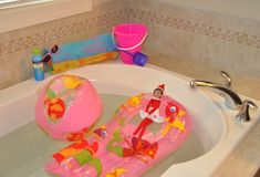 Elf turns the bath into a swimming pool!