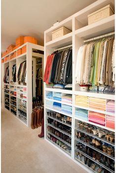 Une grande étagère Expedit, quelques tiroirs et deux tringles à vêtement vous suffiront pour construire un grand dressing. Si vous avez envie de quelque chose de plus coloré, vous pourrez vous amuser avec les éléments Expedit qui se déclinent dans différents coloris.