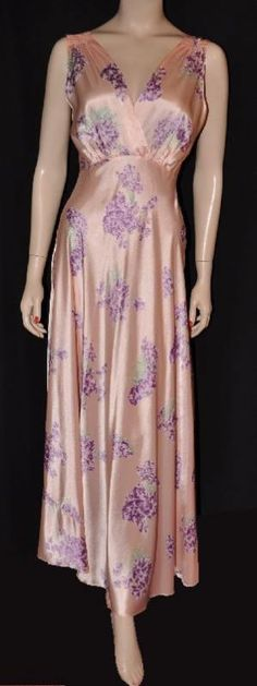 5590d22f1d0 Swirly Flowery Satin! 1940s Bias-Cut  Full-Sweep  Rayon Nightgown (34-36)