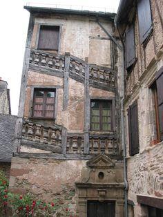 Maison ancienne de Conques, village magnifique que j'ai visité :)