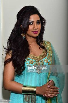 Shreya Ghoshal performs at Broward Center For The Performing Arts on August 9 2014 in Fort Lauderdale Florida Beautiful Girl In India, Most Beautiful Indian Actress, Beautiful Saree, Beautiful Roses, India Beauty, Asian Beauty, Shreya Ghoshal Hot, Disha Patani Photoshoot, Samantha Images