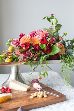 Try these simple and fun flower arrangements to add a dose of color to our holiday table or indoor decor.