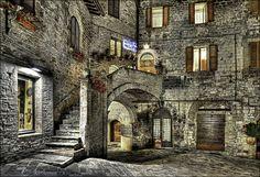 Medieval Architecture in Assisi. Family-run Hotel Pallotta and Trattoria Pallotta.