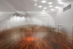 Yoshimasa Tsutsumi - Anzas Dance Studio - Fog effect in the mirrors