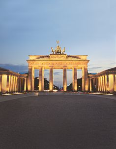 Experience Berlin by night and discover celebrated landmarks, such as the Brandenburg Gate, the Reichstag, Berlin Cathedral and more.