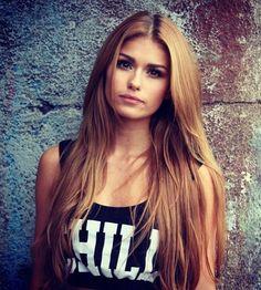 caramel blonde hair love the COLOR Caramel Blonde Hair, Hair Color Caramel, Hair Shades, Hair Color And Cut, Hair Game, Gorgeous Hair, Amazing Hair, Pretty Hairstyles, Elegant Hairstyles