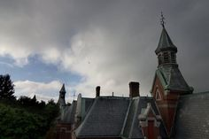 History and photos of the abandoned Danvers State Hospital, in Danvers, MA. Also known as Danvers State Insane Asylum, Danvers State Lunatic Asylum, DSH Abandoned Asylums, Abandoned Buildings, Abandoned Places, Usa Hospital, Hospital Photos, Gettysburg Ghosts, States In Usa, Psychiatric Hospital, Insane Asylum