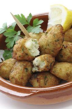Croquetas de bacalao Appetizer Recipes, Appetizers, Canapes, Potato Salad, Cauliflower, Potatoes, Vegetables, Cooking, Ethnic Recipes