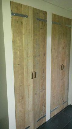 vaste kast in bijkeuken oud steigerhout Harrie de Weert Multidiensten