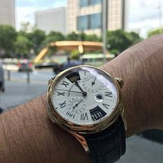 Capítulo Tres Reveal ... foto cortesía de # horobromance, en la foto junto a la fuente de la riqueza, Suntec Mall, Singapur.